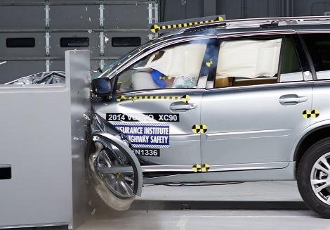 Организация IIHS выставила Volvo XC90 высшую оценку за краш-тест