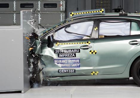 Организация IIHS выставила Volvo XC90 высшую оценку за краш-тест. Фото 1