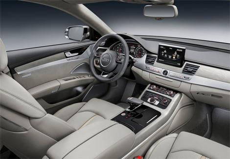 Рестайлинговая версия A8 доступна с двумя бензиновыми и двумя дизельными моторами. Фото 1