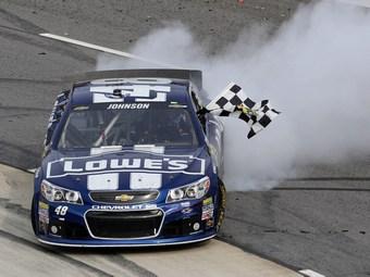 Джимми Джонсон выиграл шестой чемпионский титул в NASCAR