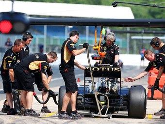 Сотрудников команды Lotus оставили без зарплаты