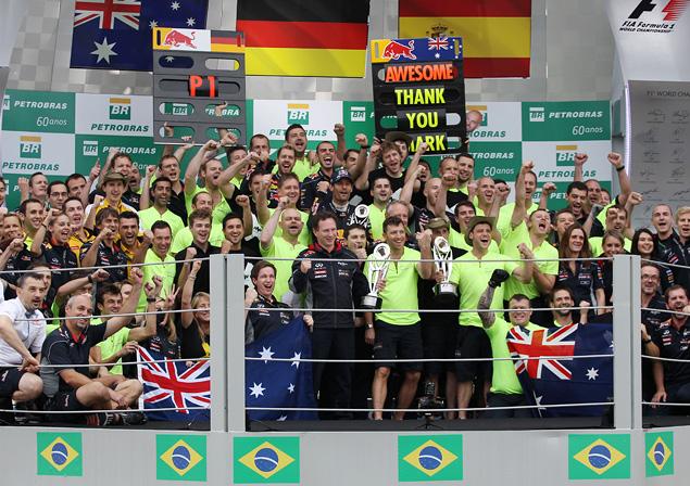 Чемпион Формулы-1 закончил сезон рекордной победой. Фото 4