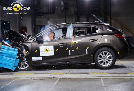 Почти половина испытанных автомобилей получили четыре звезды за краш-тест. Фото 1