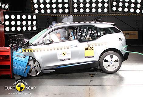 Почти половина испытанных автомобилей получили четыре звезды за краш-тест. Фото 2