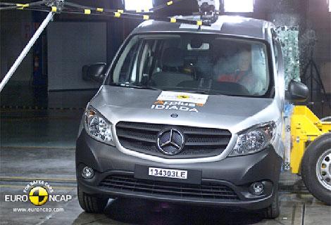 Почти половина испытанных автомобилей получили четыре звезды за краш-тест. Фото 5