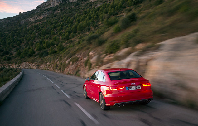 Два способа пустить пыль в глаза за рулем Audi A3. Фото 12