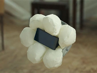 """Хонда"" разработала подушку безопасности для смартфона"