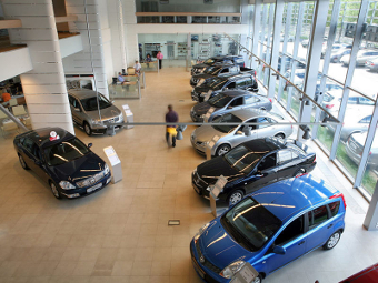 Госдуме предложат разрешить автосалонам выдавать номера
