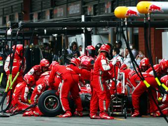 Команды Формулы-1 отказались от двух обязательных пит-стопов