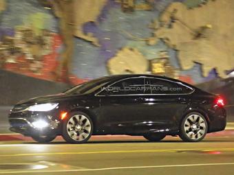 Chrysler 200 нового поколения сфотографировали без камуфляжа