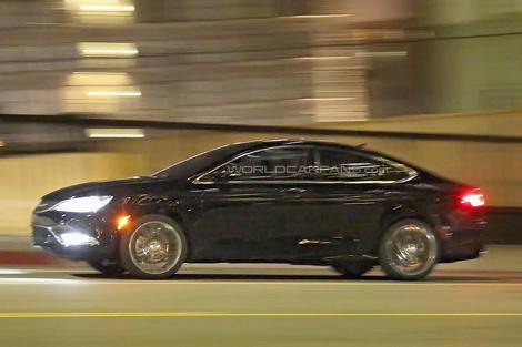 Дебют седана Chrysler 200 следующего поколения состоится в январе. Фото 3