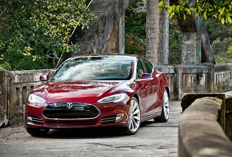 """За звание """"Автомобиля года"""" поборется американский электрокар Tesla Model S. Фото 6"""