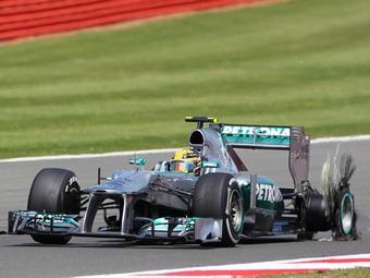 На тестах Формулы-1 взорвалась новая шина Pirelli