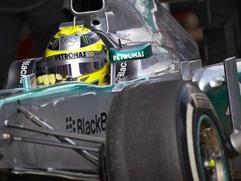 В Mercedes AMG прекратили тесты шин после взрыва покрышки