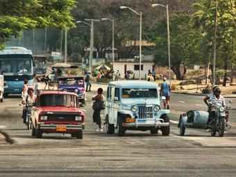 Кубинцам позволили покупать машины без разрешения