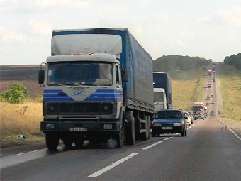 Введение платы за проезд грузовиков по трассам отложат на год