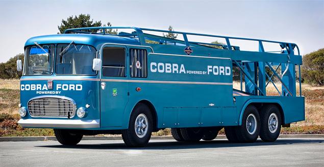 Самые удивительные грузовики, перевозившие гоночные автомобили. Фото 12