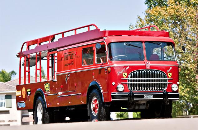 Самые удивительные грузовики, перевозившие гоночные автомобили. Фото 20
