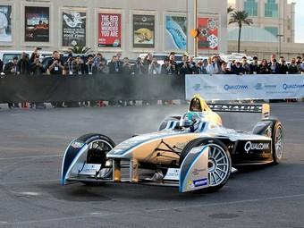 Пять гонщиков Формулы-1 протестируют болид электрической Формулы-E