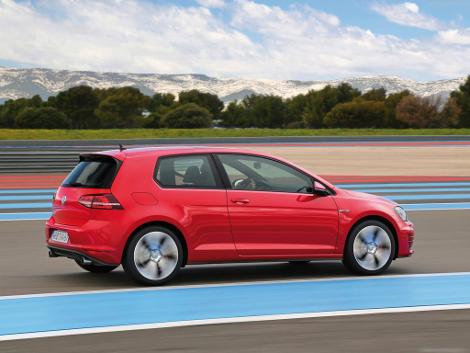 Хот-хэтч VW Golf GTI стал доступен с шестиступенчатой механической трансмиссией