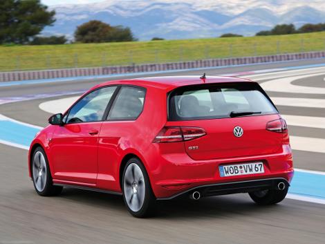 Хот-хэтч VW Golf GTI стал доступен с шестиступенчатой механической трансмиссией. Фото 1