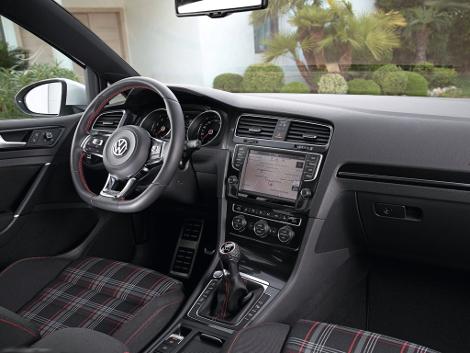 Хот-хэтч VW Golf GTI стал доступен с шестиступенчатой механической трансмиссией. Фото 2