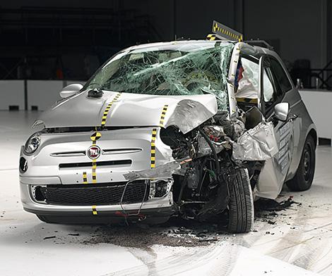 В IIHS провели краш-тест 11 компактных автомобилей