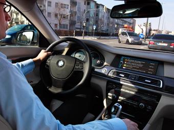 В машинах BMW будут показывать рекламу