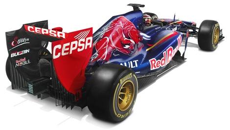 Российский гонщик продемонстрировал новый автомобиль Формулы-1 команды Toro Rosso. Фото 2
