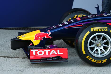 Гоночный автомобиль Red Bull RB10 дебютировал на тестах в Испании. Фото 3