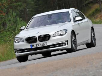 На сайте BMW показали 7-Series с «турбочетверкой»