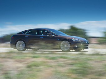 Владелец Tesla Model S пересек США бесплатно