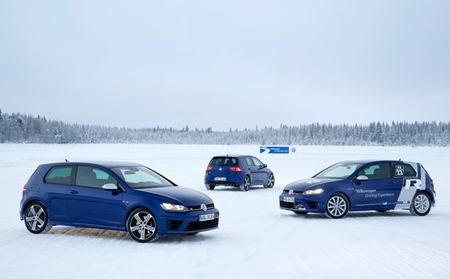 Как новый Volkswagen Golf R едет по льду. Фото 4