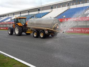 Pirelli увлажнила мокрую трассу для тестов дождевых шин Формулы-1