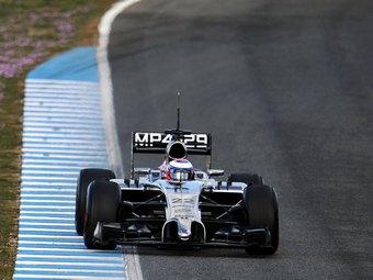 Баттон призвал клиентов Mercedes-Benz объединиться для борьбы с Renault и Ferrari