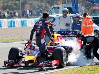 Двигатель Renault сжег детали болида Red Bull