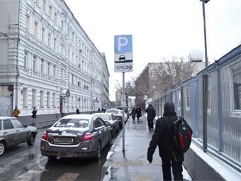 """Москва разрешит платить за парковку с корпоративных """"мобильников"""""""