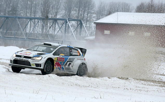 Пилоты Volkswagen устроили битву за победу на Ралли Швеции. Фото 1