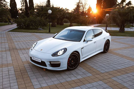 В Сочи показали версию Porsche Panamera GTS от российской теннисистки