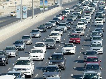 Власти Дубая предложили оставить автомобили только богатым
