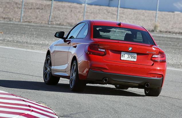 Первый тест маленького купе BMW 2 Series. Фото 8