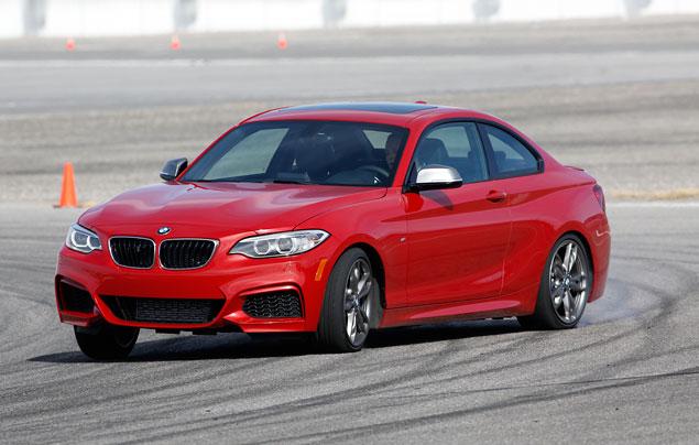 Первый тест маленького купе BMW 2 Series. Фото 9