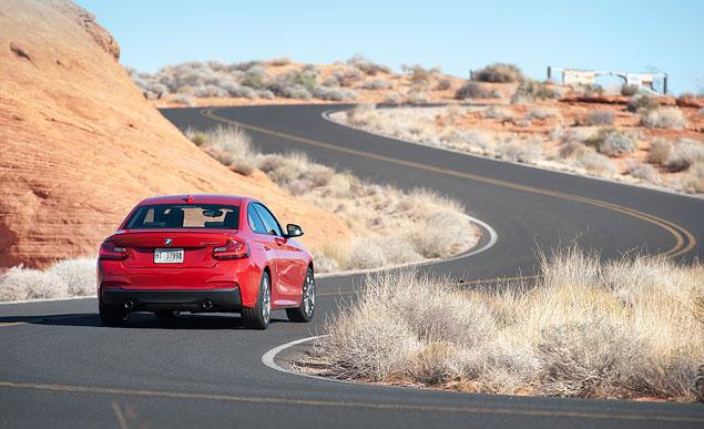 Первый тест маленького купе BMW 2 Series. Фото 11