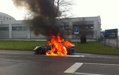 """За последние несколько недель сгорели пять трековых суперкаров """"Порше"""""""
