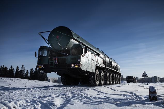 Тест-драйв тягача для перевозки межконтинентальной баллистической ракеты РС-24