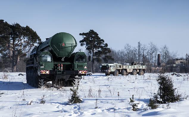 Тест-драйв тягача для перевозки межконтинентальной баллистической ракеты РС-24. Фото 5