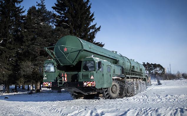 Тест-драйв тягача для перевозки межконтинентальной баллистической ракеты РС-24. Фото 6