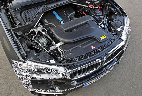Появились фотографии предсерийного гибрида BMW X5