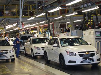 Три российских автозавода приостановили выпуск машин