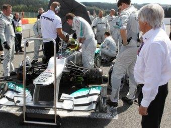 Экклстоун сравнил команду Mercedes AMG с незамужней девушкой